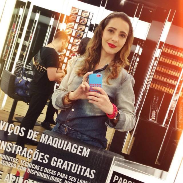 Fe Goncalves MAC Viva Glam