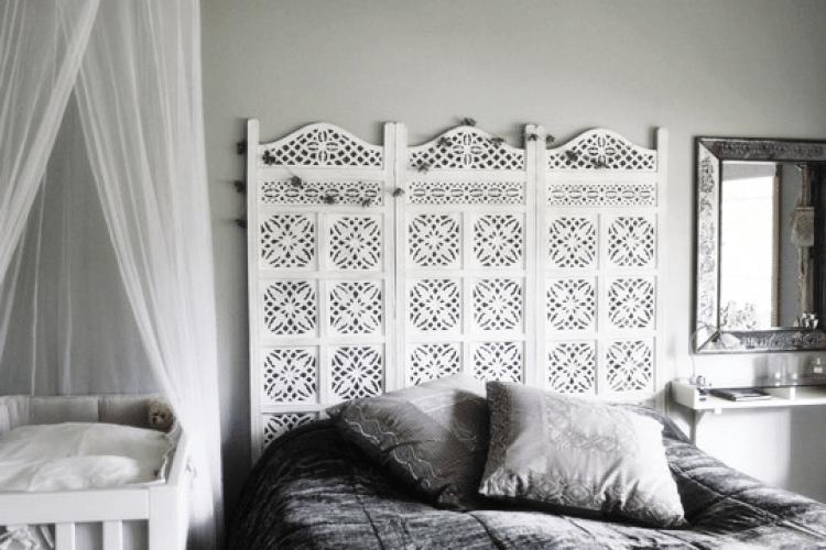 a melhor escolha_Cabeceira cama box usando biombo pintado de branco