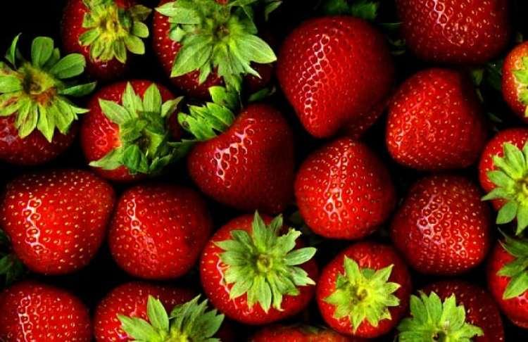a melhor escolha_a importancia dos alimentos coloridos, como os vermelhos_morango