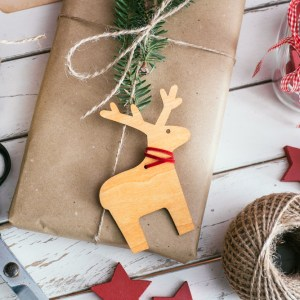 Inspiração: embrulhos de presentes de Natal com papel craft