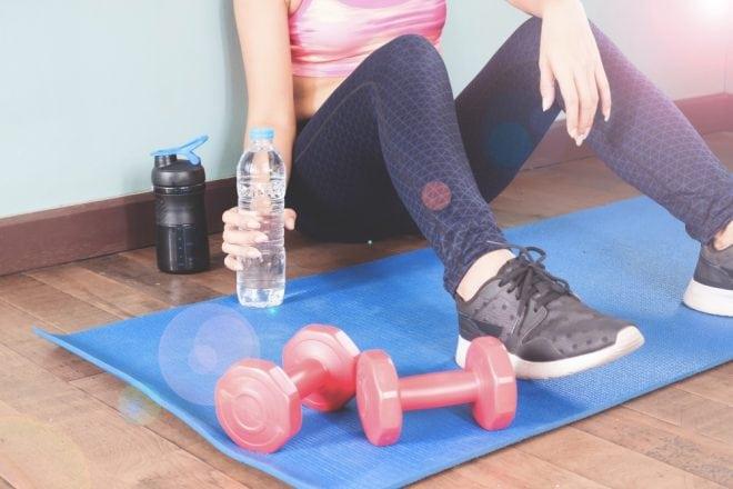 Vitrine com looks e acessórios fitness para treinar com estilo