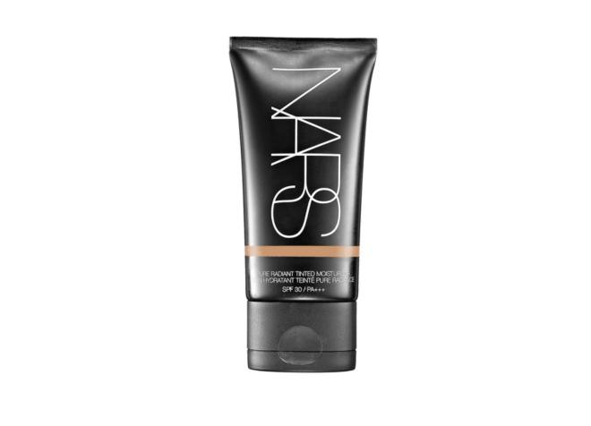 5 truques de maquiagem e produtos para pele seca, como bases ideais para esse tipo de pele.