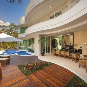 Veja como planejar a decoração ideal para mobiliar varandas e jardins