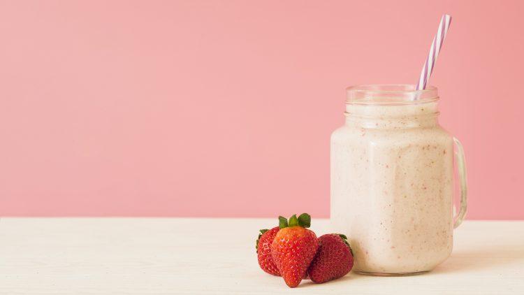 O ideal é fazer até cinco refeições ao dia para ativar o metabolismo, evitar também aquela fome absurda antes das principais refeições e manter a queima de calorias.