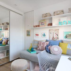 Otimize o espaço do dormitório com guarda-roupa de porta de correr