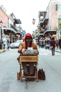 La chaîne du livre : 2 - écrire dans la rue