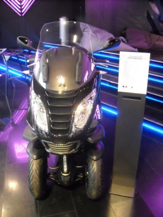 Peugeot 208 XY Light up the city (11)