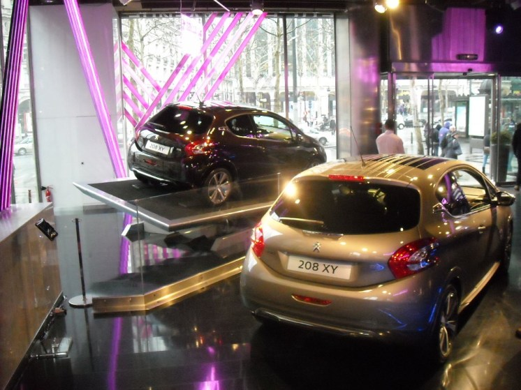 Peugeot 208 XY Light up the city (2)