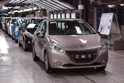 Peugeot 208 _ Montage (10)