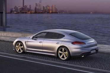 2014-Porsche-Panamera-3[2]