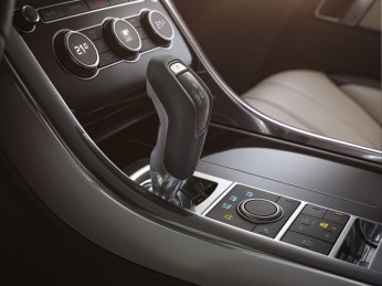 LR_Range_Rover_Sport_Interior_07