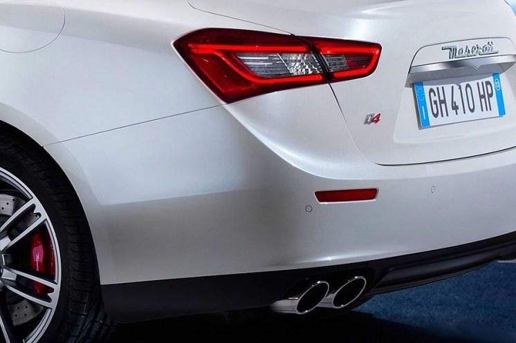 Maserati-Ghibli-Sedan-3[12]