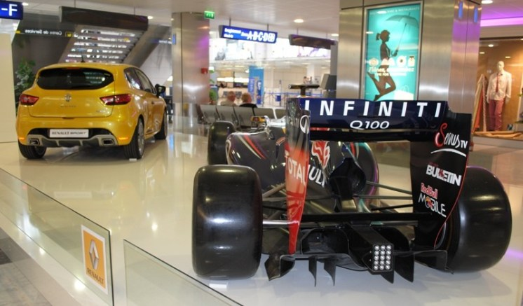 Renault Clio RS & RedBull RB9 Nice (3)