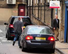 Kate Middleton arrive à l'hopital Ste Mary en Saab 9-5