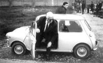Enzo Ferrari découvre la Mini Cooper