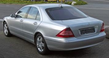Mercedes_S320CDI_(W220-Facelift)_rear