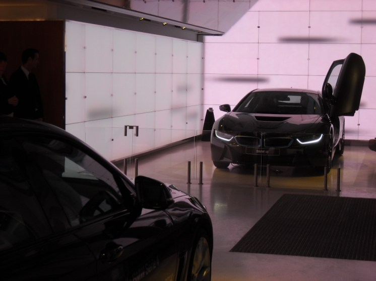 BMW Brand store George V (1)