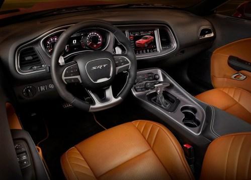 Dodge-Challenger_SRT_Hellcat_2015.13