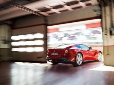 Ferrari-F12berlinetta_2013_1600x1200_wallpaper_81