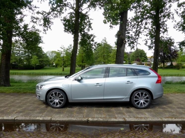 Volvo V60 D6 AWD Plug-in Hybrid 02