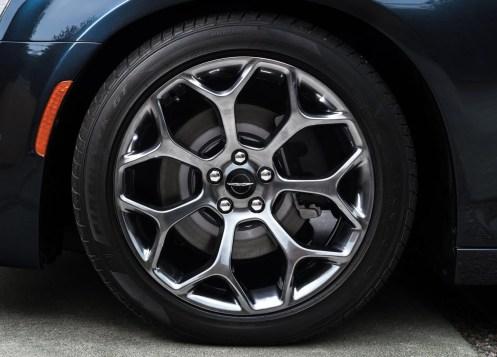 Chrysler-300C-2015-06