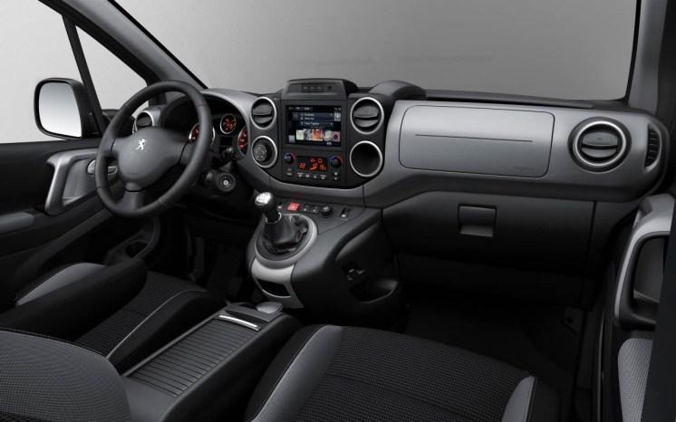 2015_Peugeot-Partner_15