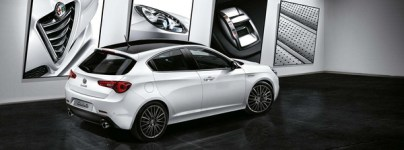 S7-Salon-de-Geneve-2015-Alfa-Romeo-Giulietta-Collezione-en-noir-et-blanc-346272