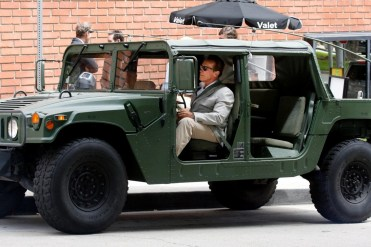 arnold schwarzenegger et son nouveau mercedes classe g lectrique blog automobile. Black Bedroom Furniture Sets. Home Design Ideas
