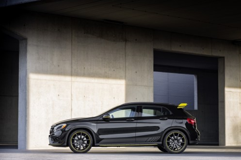 Mercedes-Benz GLA45 4Matic Yellow Night Edition 2017 - 1
