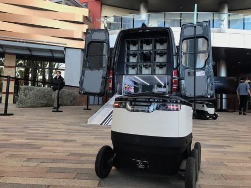 MercedesBenz-Vans-and-Starship-robots8