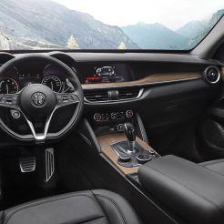 2017_Alfa-Romeo_Stelvio_04