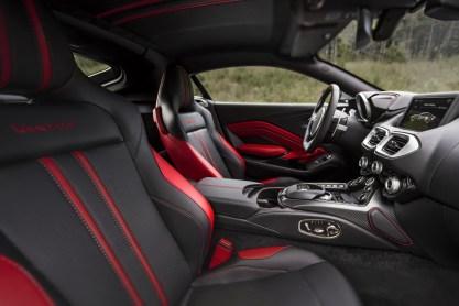 Aston Martin Vantage - 12