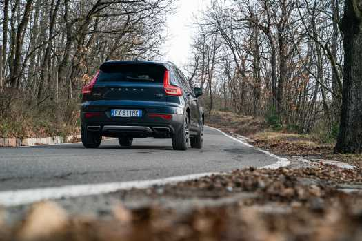 """Volvo XC40 Recharge T5 Plug-in Hybrid: svedese """"alla spina"""""""