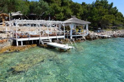 Laganini Louge Bar & fish house