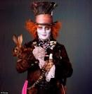 """Johnny Depp vai voltar a ser o Chapeleiro Louco em """"Alice"""" de Tim Burton. Personagem caricata, cheia de energia e loucura. A roupa só acompanha com esplendor toda a caracterização da personagem"""