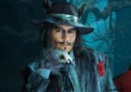 """Em """"Into the Woods"""" (2015) Depp interpreta o Lobo Mau que vai atrás da Capuchinho Vermelho. Todo o seu outfit foi desenhado propositadamente, cheio de pelo, garras e ainda o lenchinho vermelho."""