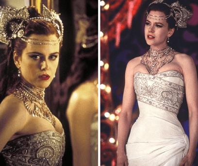 Num vestido branco, uma tiara com diamantes e com uma gargantilha a condizer, Satine estava linda.