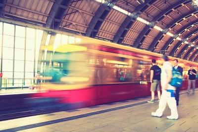 通勤時間に本を読む習慣をつける