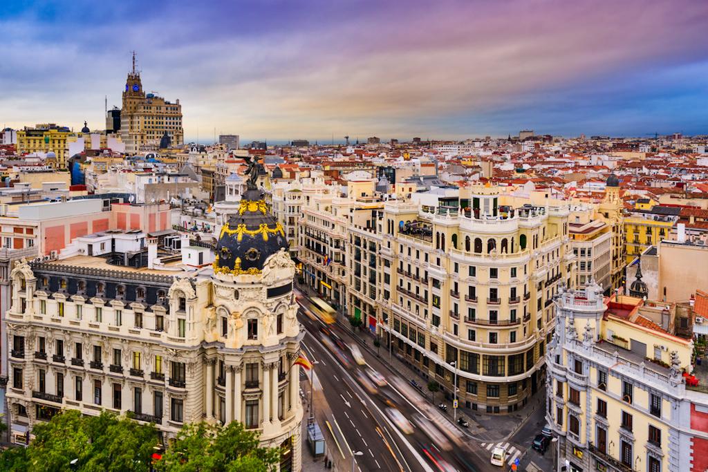 © Sean Pavone Madrid Gran Via via Shutterstock