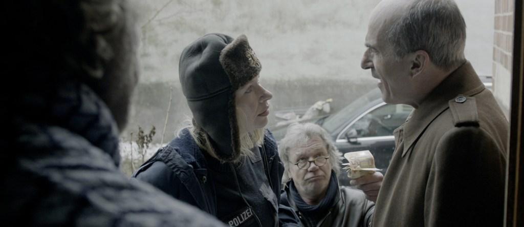 Besuch von der polizei: Gabi (Th. Hämer), Rudi (B. Tauber), Peter (Karl Knaup) (c) DOMAR Film GmbH