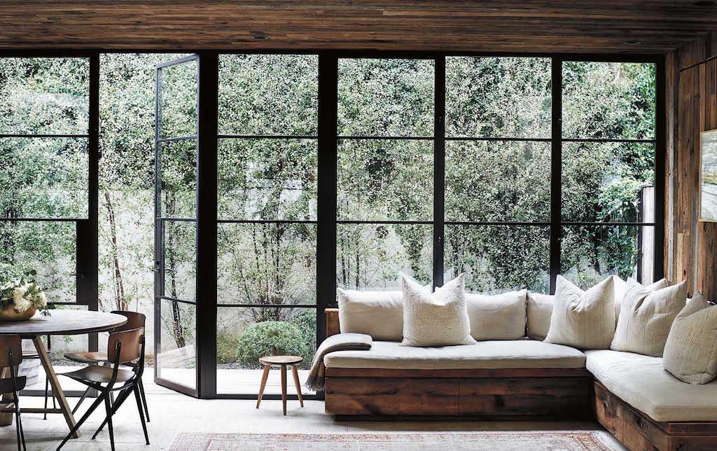 Jenni Kayne & Richard Ehrlich, Los Angeles Wenn die Türen geöffnet sind, besteht ein nahtloser Übergang zwischen drinnen und draußen.