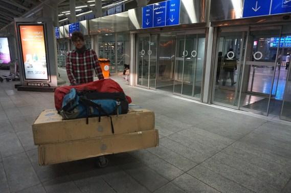 Auf geht's zum Pamir. Teheran Airport