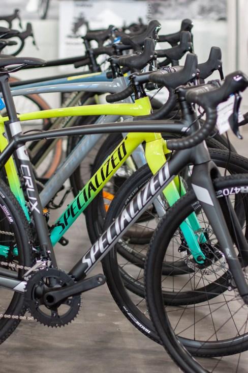 Cyclocrosser im HIBIKE Ladengeschäft - Specialized, Trek & Bergamont