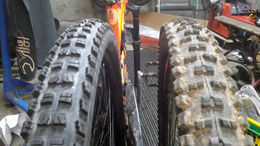 Vergleich Specialized Butcher in 2.6 vs. Maxxis Highroller2 in 2.4