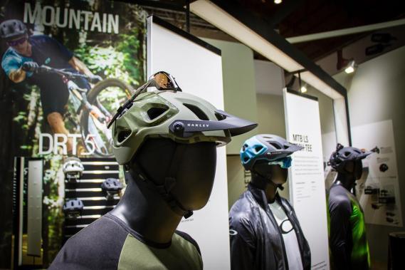 Der neue Oakley DRT5 MTB-Helm