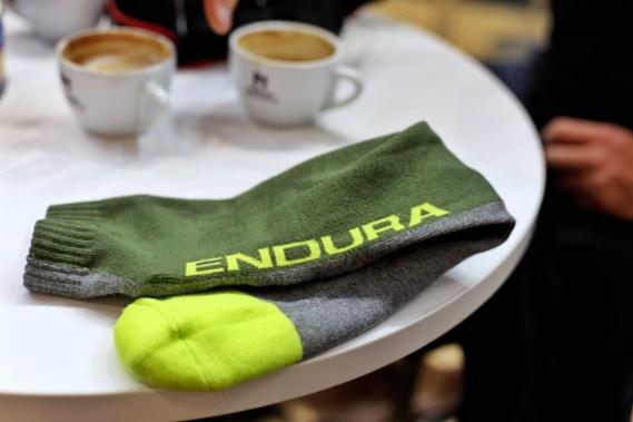 Lange Protektoren Socken mit Schienbeinschutz