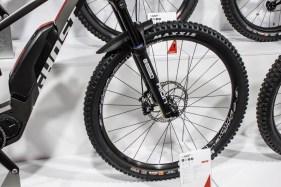 Mit der innovativen Kombination von 29″ am Voder- und 27,5″+ am Hinterrad richtet sich das Bike vor allem an sportlich ambitionierte E-Mountainbiker.