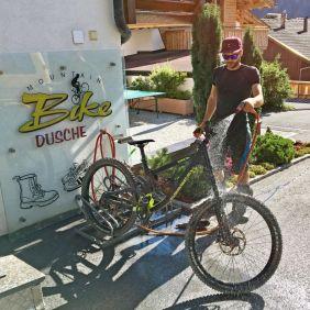 Bikewash am Hotel - mit freundlicher Unterstützung von Bike Holidays