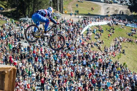 Weltmeister Loic Bruni segelt ins Ziel