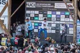 Das Podium der DH Herren mit Weltmeister Loic Bruni